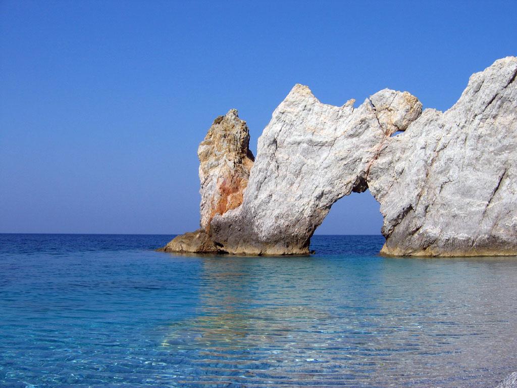 Гостиницу в остров Скиатос на берегу моря